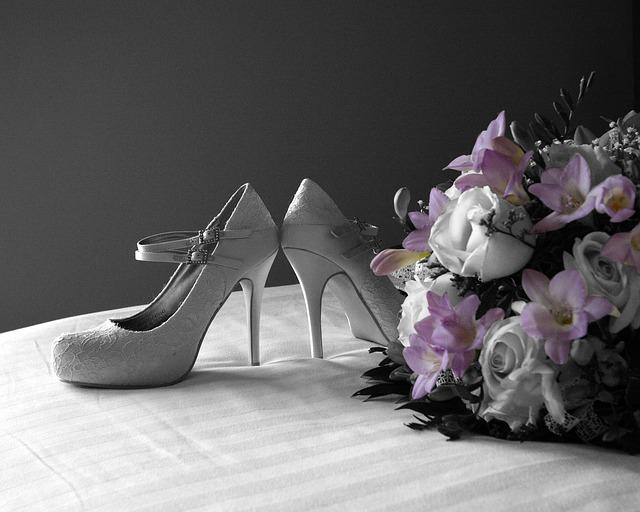 shoes-187931_640
